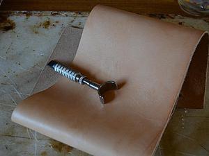 Резьба по коже. Красим простой морилкой. Ярмарка Мастеров - ручная работа, handmade.