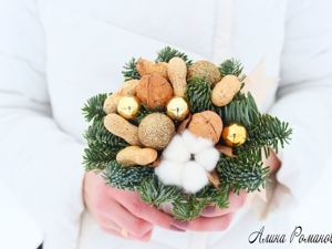 Video Tutorial: Christmas Composition in a Cup with Walnuts and a Sprig of Nobilis. Livemaster - handmade