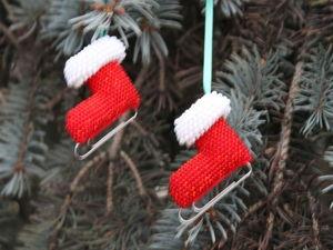 Миниатюрные новогодние коньки в технике вязания крючком с бисером: мастер-класс. Ярмарка Мастеров - ручная работа, handmade.
