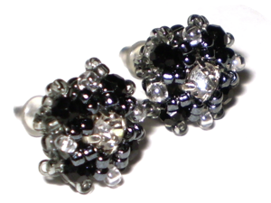 Создание серег-гвоздиков из бисера и кристаллов. Ярмарка Мастеров - ручная работа, handmade.