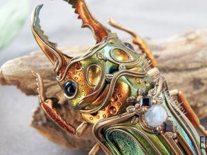 ВИДЕО. Брошь-кулон жук рогач металлик с переливами цвета из полимерной глины. Макро. Ярмарка Мастеров - ручная работа, handmade.