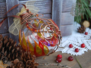 Стекло и металл в елочном шарике: украшаем новогоднюю игрушку имитацией витража и ковки. Ярмарка Мастеров - ручная работа, handmade.
