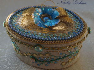 Создаем шкатулочку с вышитой примулой, весенними цветами и кристаллами Swarovski. Ярмарка Мастеров - ручная работа, handmade.
