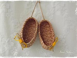 Мастер-класс: плетём лапоточки-оберег из бумажных трубочек. Ярмарка Мастеров - ручная работа, handmade.