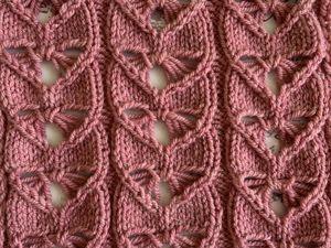 Вяжем узор из спущенных петель «Сердечки» спицами. Ярмарка Мастеров - ручная работа, handmade.