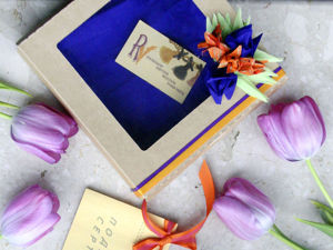 Праздничный декор фирменной коробочки при покупке подарка на 8 Марта. Ярмарка Мастеров - ручная работа, handmade.