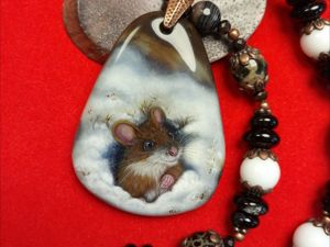 Чудесная Мышуля на шоколадном агате — авторская роспись. Ярмарка Мастеров - ручная работа, handmade.