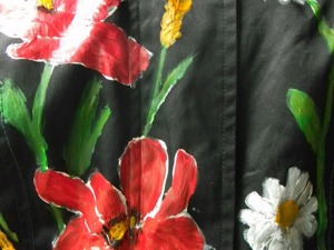 Новая жизнь старой куртки: роспись маками и ромашками. Ярмарка Мастеров - ручная работа, handmade.