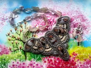 Аукцион на вышитое бисером колье с натуральными камнями — закрыт. Ярмарка Мастеров - ручная работа, handmade.