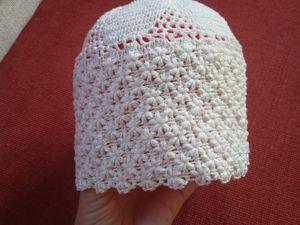 Легкая ажурная шапка вязанная крючком. Ярмарка Мастеров - ручная работа, handmade.