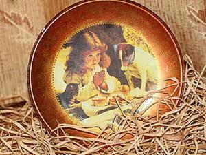 Декоративная тарелочка в технике обратного декупажа. Ярмарка Мастеров - ручная работа, handmade.
