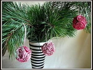 Новогодний шар из атласных роз. Ярмарка Мастеров - ручная работа, handmade.