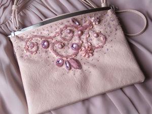 Декорируем готовую дамскую сумочку вышивкой бисером и камнями. Ярмарка Мастеров - ручная работа, handmade.
