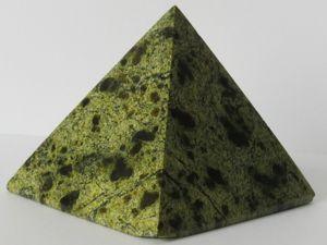 Змеевик — свойства камня, кому подходит по зодиаку. Ярмарка Мастеров - ручная работа, handmade.
