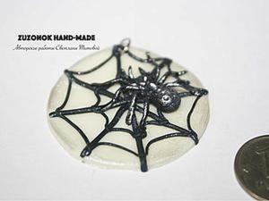 Видео мастер-класс: делаем светящийся в темноте кулон с паутиной на Хеллоуин. Ярмарка Мастеров - ручная работа, handmade.
