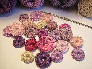 Вяжем милые пуговицы для создания украшений и декора. Ярмарка Мастеров - ручная работа, handmade.