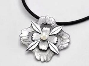 Как изготовить серебряный кулон-цветок из PMC с жемчужинкой. Ярмарка Мастеров - ручная работа, handmade.