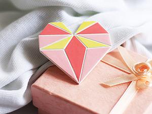 Брошка-сердечко из полимерной глины с росписью. Ярмарка Мастеров - ручная работа, handmade.