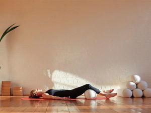 Валик под спину и ноги — эффективный способ оздоровления. Ярмарка Мастеров - ручная работа, handmade.