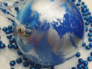 Christmas Ball Decoration in the Technique of Fluid Art. Marbled Ornament. Livemaster - handmade