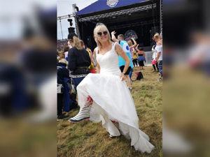 Кто сказал, что свадебное платье — наряд на один день? Эта британка ходит в нем по магазинам, готовит ужин и гуляет с собакой. Ярмарка Мастеров - ручная работа, handmade.