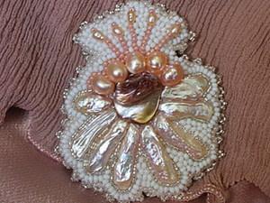 Вышитая брошь-цветок с жемчугом и перламутром.. Ярмарка Мастеров - ручная работа, handmade.