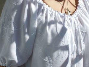 Белая блузочка вышитая шёлком. Ярмарка Мастеров - ручная работа, handmade.
