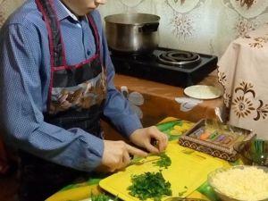 Паша готовит праздничный сырный суп и тефтели. Ярмарка Мастеров - ручная работа, handmade.