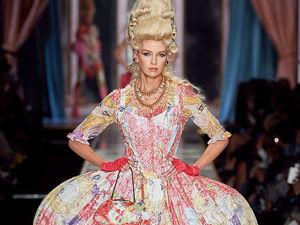 Мария-Антуанетта в мини и косухе? Платье-торт и пальто из цветов? Четырежды да! Как Moschino вернули моду XVIII века на современный подиум. Ярмарка Мастеров - ручная работа, handmade.