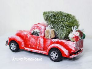 Making Car With Christmas Tree On Roof. Livemaster - handmade