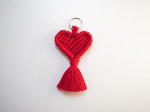 Урок макраме: как сделать брелок-сердце. Ярмарка Мастеров - ручная работа, handmade.