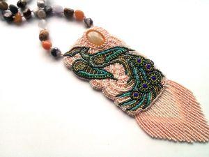 Аукцион на длинный вышитый бисером кулон  «Райская пташка»  с натуральными камнями — закрыт. Ярмарка Мастеров - ручная работа, handmade.