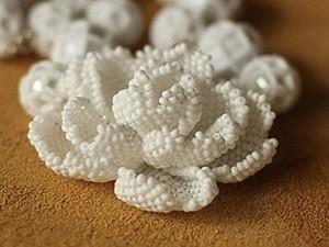 Цветок бисером (роза или камелия). Ярмарка Мастеров - ручная работа, handmade.