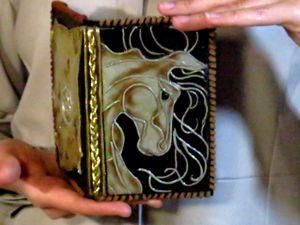 Как сделать обложку на паспорт. Имитация кожи. Отрисовка коня и тонировка. Ярмарка Мастеров - ручная работа, handmade.