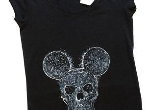 Акция на футболку с ручной росписью  «Mickey Mouse Scull» Всего за 800 рублей. Ярмарка Мастеров - ручная работа, handmade.