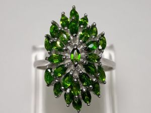 Серебряное кольцо с натуральными хромдиопсидами  «Дамский каприз». Ярмарка Мастеров - ручная работа, handmade.