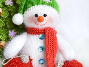 Вяжем снеговика из искрящейся пряжи. Ярмарка Мастеров - ручная работа, handmade.