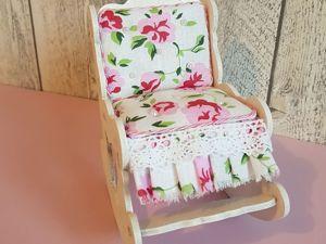Украшаем стульчик для куклы. Ярмарка Мастеров - ручная работа, handmade.