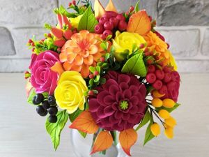 Букет с георгинами, розами и ягодами. Ярмарка Мастеров - ручная работа, handmade.
