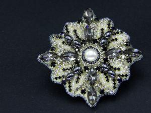Вышиваем новогоднюю брошь Снежинку кристаллами и бисером. Ярмарка Мастеров - ручная работа, handmade.