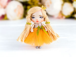 Брошь куколка Эмилия, подарок любимой, нежная брошь подарок дочке. Ярмарка Мастеров - ручная работа, handmade.