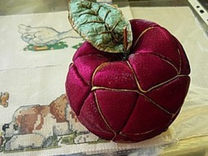 Делаем яблоко в технике «лоскутком по пенопласту». Ярмарка Мастеров - ручная работа, handmade.
