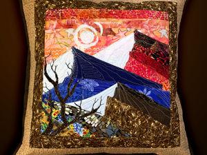 Лоскутная подушка с пейзажем «Горы». Ярмарка Мастеров - ручная работа, handmade.