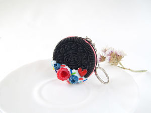 ВИДЕО. Брелоки на ключи или сумку с печеньем OREO из полимерной глины. Ярмарка Мастеров - ручная работа, handmade.