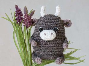 Бычок-малыш амигуруми — символ 2021 года. Ярмарка Мастеров - ручная работа, handmade.