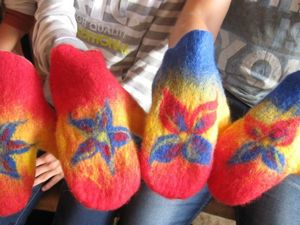 Валяем рукавицу-прихватку для горячего. Справится даже ребенок. Ярмарка Мастеров - ручная работа, handmade.