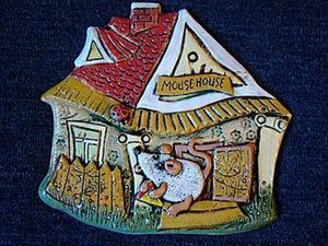 """Лепка керамического декоративного панно """"Мышь-Домовладелец"""". Ярмарка Мастеров - ручная работа, handmade."""