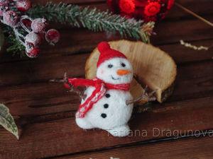 Валяем брошь «Милый снеговичок». Ярмарка Мастеров - ручная работа, handmade.