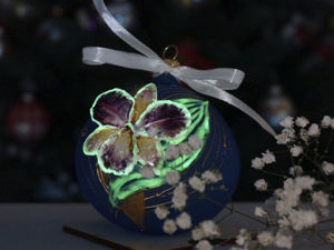 Painting Christmas Ball  «Orchid»  with Stained Glass Paints. Livemaster - handmade