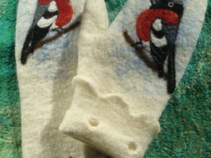 How to Draw a Bright Wool Bullfinch on Felted Mittens. Livemaster - handmade